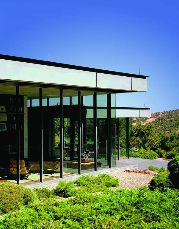 Clean lines and glass allow the New Mexico landscape to take center stage. Photo by Frank Oudeman.