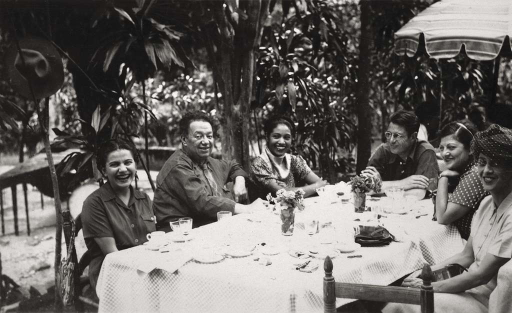 Frida and Diego with friends Anonymous, ca. 1945 ©Frida Kahlo Museum